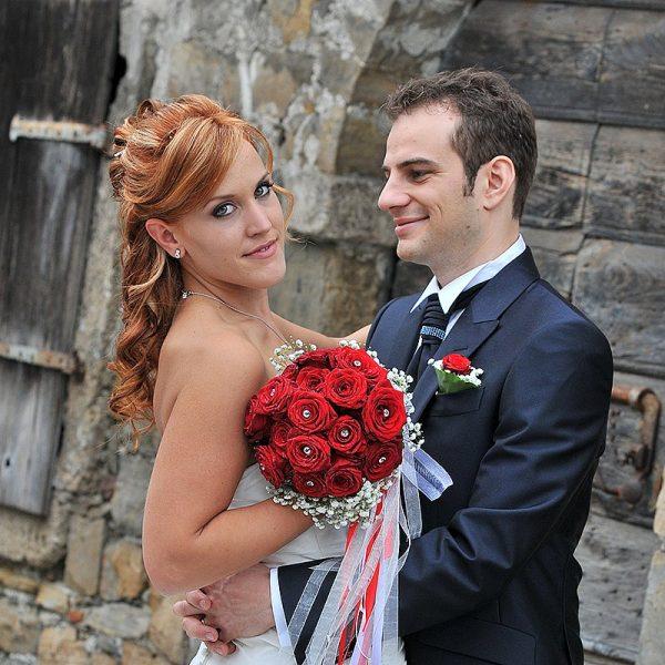 sposi e rose rosse